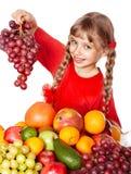 孩子用小组水果和蔬菜。 免版税库存图片