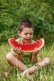 孩子用西瓜 图库摄影