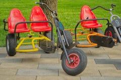 孩子的三轮车在公园 免版税库存图片