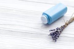 孩子的低变应原的浴化妆用品用淡紫色 E 免版税库存照片
