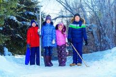 孩子的冬天活动 免版税库存图片