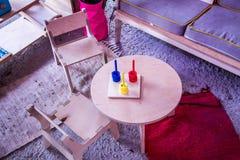 孩子的发展 幼稚园 婴孩的空间 儿童居室 游戏室 创造性的空间 休息室 比赛的室 免版税库存照片