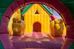 孩子的可膨胀的玩具房子 库存照片