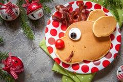孩子的圣诞节食物 驯鹿薄煎饼 库存图片