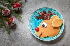 孩子的圣诞节食物 鲁道夫驯鹿薄煎饼 库存照片