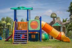 孩子的操场设备在公园 免版税库存图片