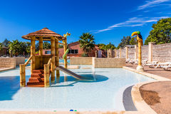 孩子的游泳池有操场法国的 免版税库存图片