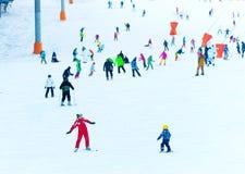 孩子的滑雪教训 免版税库存图片