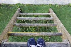 孩子的脚梯子的 库存照片
