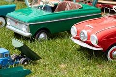 孩子的许多小玩具汽车 免版税库存照片