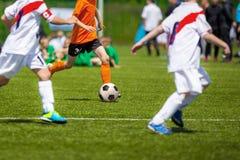 孩子的足球比赛 训练和橄榄球足球tourna 免版税图库摄影