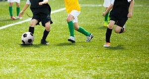 孩子的足球比赛 训练和橄榄球足球tourna 图库摄影