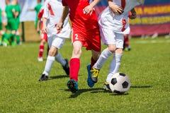孩子的足球比赛 训练和橄榄球足球tourna 免版税库存图片
