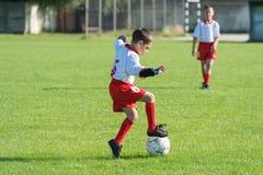 孩子的足球 免版税库存图片