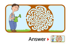 孩子的迷宫难题与花匠和花 迷宫例证,包括的解答 免版税库存图片