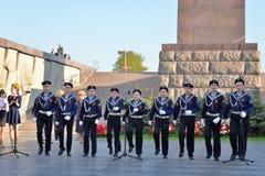 孩子的音乐会歌唱在纪念碑对900天  免版税库存照片