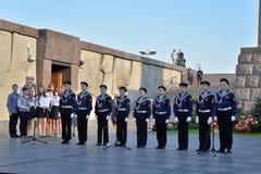 孩子的音乐会歌唱在纪念碑对900天  图库摄影