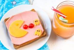 孩子的滑稽的早餐 库存图片