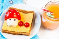 孩子的滑稽的早餐 库存照片