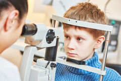 孩子眼科学或视力测定 库存照片