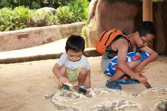孩子考古学 图库摄影