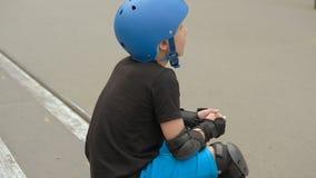 孩子能量极限运动爱好路辗休息 股票视频