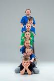 孩子舞蹈学校、芭蕾、节律唱诵的音乐,街道,质朴和现代舞蹈家 免版税库存照片