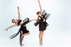 孩子舞蹈学校、芭蕾、节律唱诵的音乐,街道,质朴和现代舞蹈家 免版税库存图片