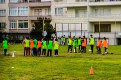 孩子英格兰足球联赛比赛-土耳其 库存图片