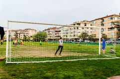 孩子英格兰足球联赛比赛-土耳其 库存照片