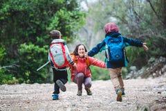 孩子跑照顾 免版税图库摄影