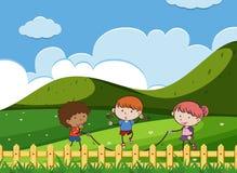 孩子跳跃在公园的戏剧绳索 库存例证