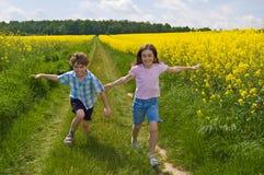 孩子运行 免版税库存图片