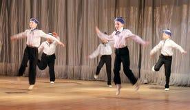 孩子以伤残在阶段跳舞水手跳舞 库存图片