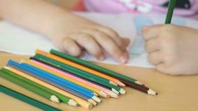 孩子画在习字簿的图片 股票视频