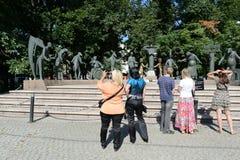 孩子-成人恶习的受害者-雕刻的构成M M Shemyakin在莫斯科 免版税图库摄影