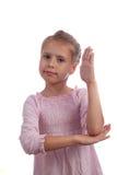 女孩举她的象女小学生的手 免版税库存图片