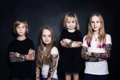 孩子 男孩和女孩 免版税库存照片
