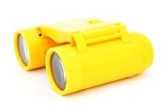 孩子黄色塑料双筒望远镜 库存照片