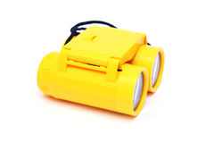 孩子黄色塑料双筒望远镜 图库摄影