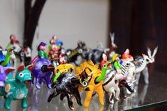 孩子alebrijes的墨西哥传统木玩具 库存图片
