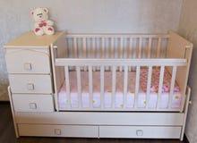 婴孩小儿床 孩子的床 库存照片