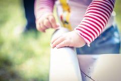 婴孩小的手 免版税库存照片