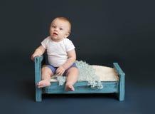 婴孩床时间 库存图片