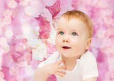 婴孩微笑的一点 免版税库存照片
