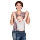 婴孩愉快母亲微笑 免版税图库摄影