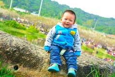 婴孩愉快的微笑 免版税库存照片