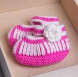 婴孩手工制造袜子 免版税库存照片
