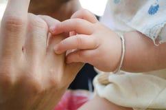 婴孩手指 免版税库存照片