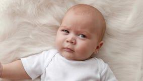 婴孩接近的纵向 影视素材